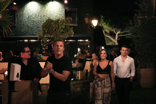 Saint-Tropez le 13 juillet 2020. Jean Roch à l'entrée du VIP Room devenu un lieu de restauration-bar.
