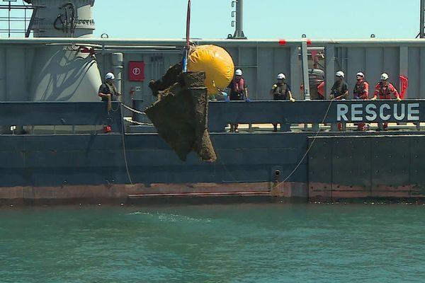 Hérault - la proue de près de 2 tonnes du cargo Mimosa échoué au large de Vendres et Valras en 1979, a été  découpée et sortie de l'eau - 6 août 2020.