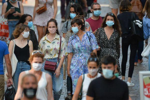 Illustration. Le port du masque devient obligatoire dans plusieurs villes de Corse-du-Sud, en raison de l'épidémie de la Covid-19.