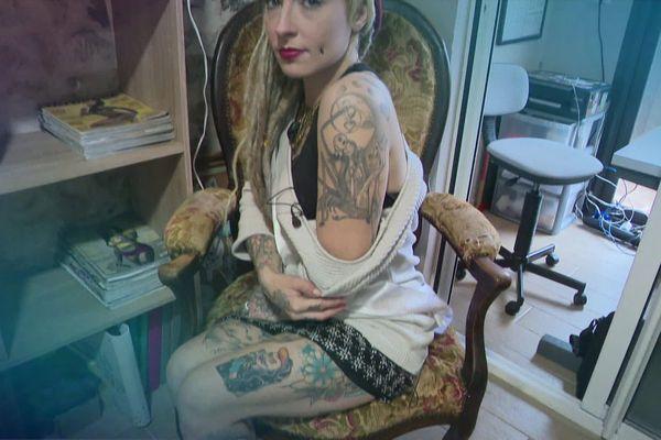 rencontre femme tatouée