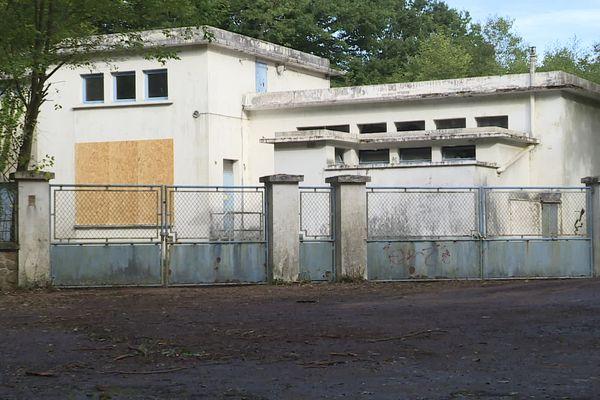 L'ancienne station de traitement de l'eau potable de Vire sujette à la polémique après découverte de produits chimiques potentiellement dangereux.
