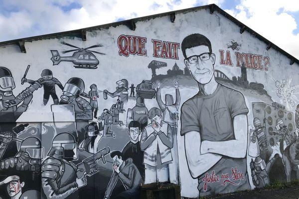La fresque en hommage à Steve Maia Caniço sur le quai Wilson à Nantes