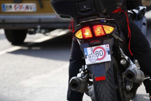 Les motards manifestent contre la limitation de la vitesse à 80 km/h sur les routes secondaires.