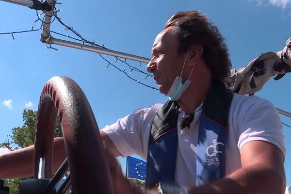 Depuis 2016, Roby Iacuzo propose des balades guidées sur la Moselle à bord du Solis.