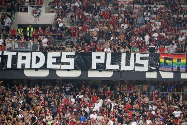 Des banderoles ont été déployées dans le stade de l'Allianz Riviera lors du match OGC Nice- OM mercredi soir.