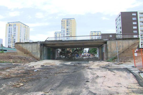 Le pont du boulevard du Chanoine Kir a été démoli.
