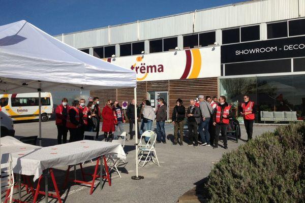 Les salariés de Trëma réunis ce mardi 27 avril à Tinqueux près de Reims.