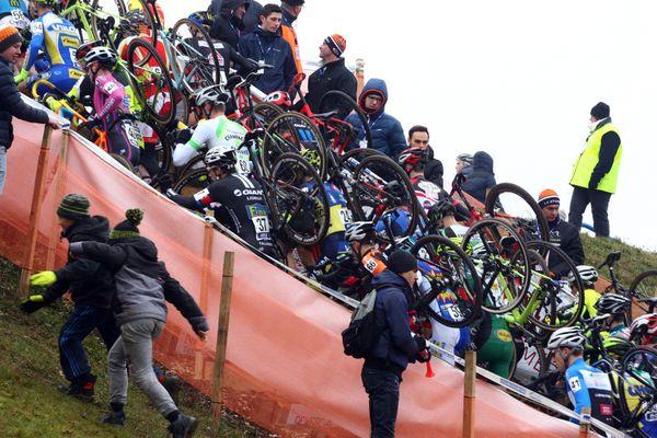 Ambiance au passage des coureurs de cyclo-cross. Ici à Nommay (Franche Comte / Doubs), le 11 décembre 2016.