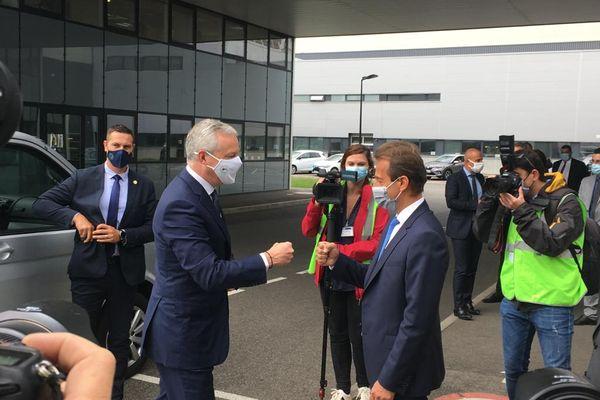 Toulouse - Bruno Le Maire accueilli par Guillaume Faury, le PDG d'Airbus ce matin 16 juillet 2021.
