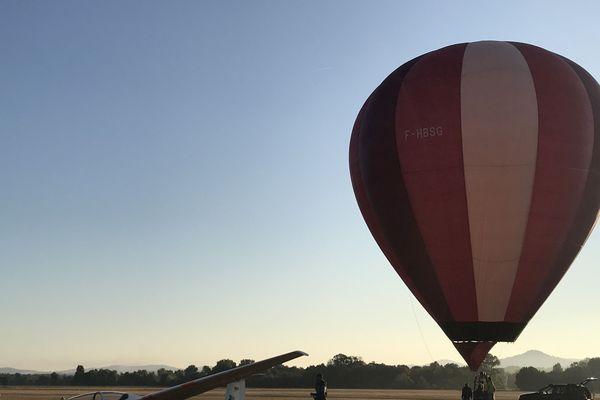 A Issoire, près de Clermont-Ferrand, c'est sur l'aérodrome du Broc que les amoureux d'objets volants plus ou moins identifiés se retrouvent, deux jours durant. Samedi 15 septembre, dès l'ouverture du site de Cervolix, les montgolfières ont, doucement mais sûrement, pris leur envol pour donner le coup d'envoi de cette grande fête céleste.