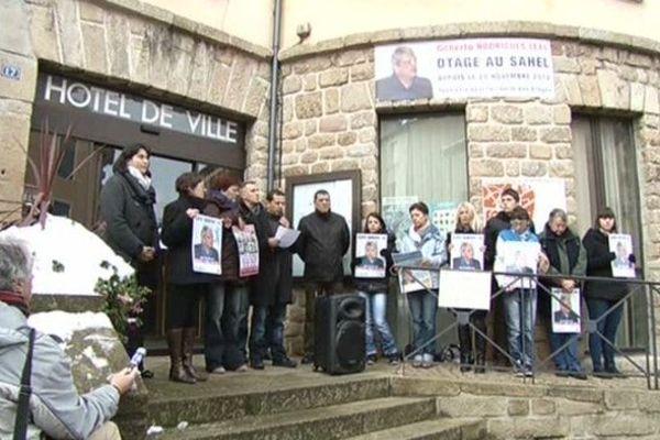 Langogne (Lozère) - une banderole est accrochée au fronton de la mairie en soutien à Gilberto Rodrigues Léal - 16 novembre 2013.