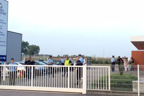Terrible attente au funérarium où doivent arriver depuis Nangis les proches des six victimes de l'accident.
