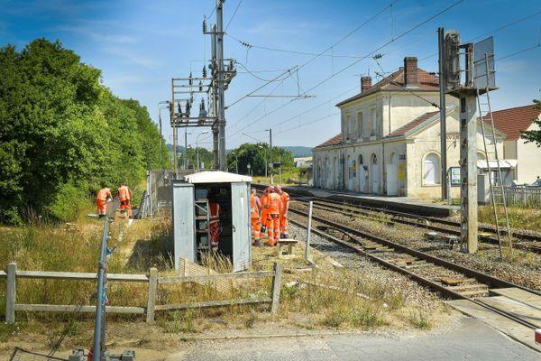 Le passage à niveau de Avenay-Val-d'Or (Marne), où s'est produit l'accident qui a fait 4 morts le 15 juillet 2019.