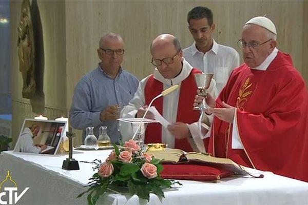 La messe a eu lieu dans la chapelle de la résidence Sainte-Marthe au Vatican
