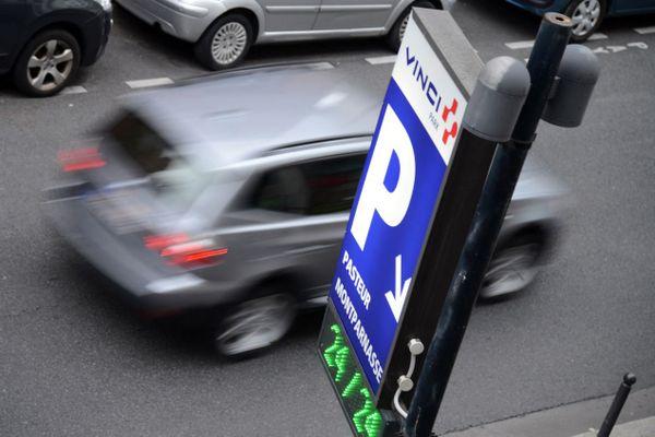 Laconsultationcitoyennerecommande entre autres de privilégier l'utilisation de parkingssouterrains, avec une différence tarifaire réduite par rapport au stationnement résidentiel (illustration).