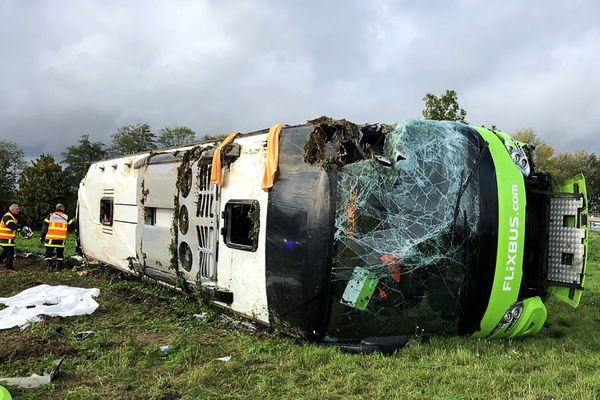 Le car Flixbus après l'accident le 3 novembre 2019