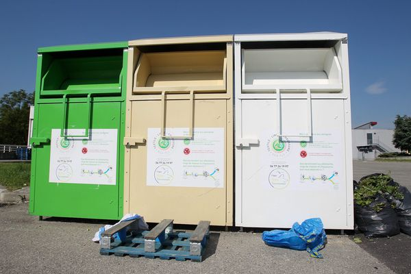 Illustration. Un homme a été retrouvé mort coincé dans un container à vêtements, ce jeudi 3 juin à Aix-les-Bains.
