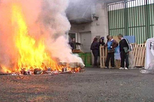 Manifestation des surveillants devant la prison d'Orléans - 6 mai 2014