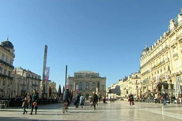 Montpellier - soleil de printemps sur la place de la Comédie - 7 mars 2014.