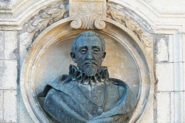 Buste de Pierre de Bourdeille, fontaine Médicis à Brantôme