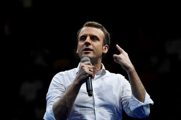En déplacement à la Réunion le 25 mars, le candidat d' En Marche, reçoit le soutien de dix sénateurs centristes. Parmi eux deux élus Auvergnats : Bernard Delcros, sénateur du Cantal et Gérard Roche, sénateur de Haute-Loire.