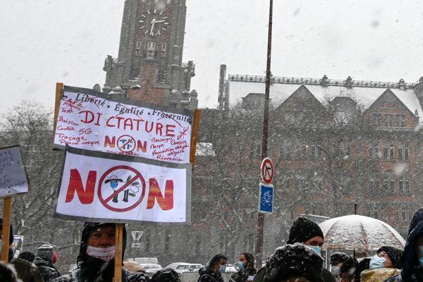 """La manifestation contre la loi """"sécurité globale"""" à Lille, le 16 janvier 2021."""