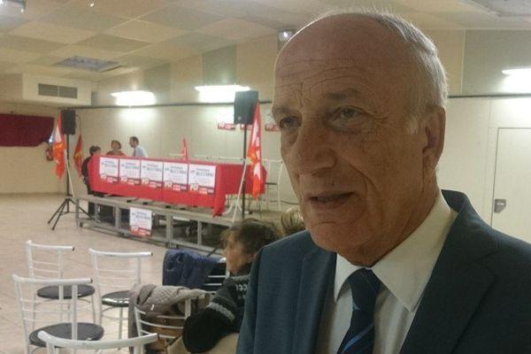 10/10/15 - Le président de l'Assemblée de Corse Dominique Bucchini à quelques minutes de présenter la liste A Corsica in cumunu pour les territoriales en Corse