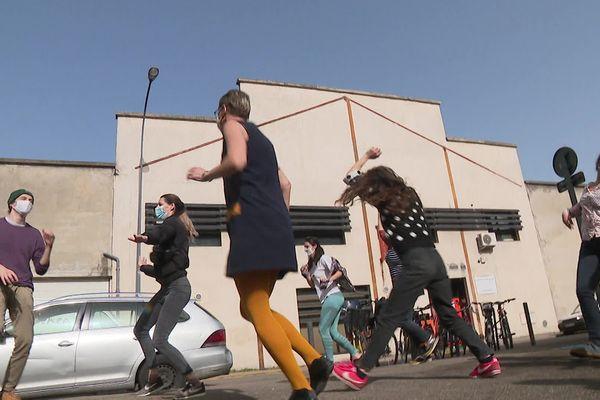 Cinq minutes de danse par jour pour soutenir les institutions culturelles dans la métropole grenobloise.