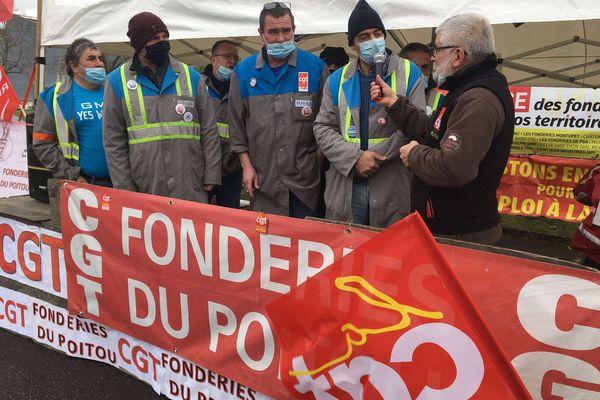 Sept anciens salariés de l'usine GM&S de La Souterraine étaient venus participer à la manifestation de soutien aux fondeurs d'Ingrandes dans la Vienne.
