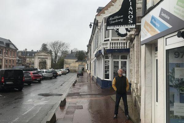 Le magasin de pianos de Matthieu Duclercq est à Abbeville dans la Somme.
