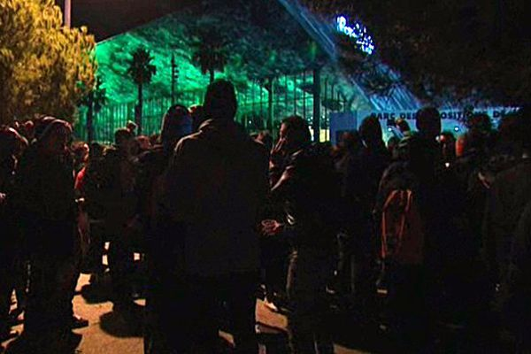 """Portes closes pour les 35 000 jeunes venus de toute la France et d'Europe à la grande fête """"I love techno"""" annulée à la dernière minute pour des raisons de sécurité."""