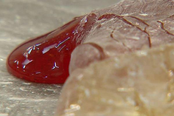 Pâte à sucre en cours de transformation dans les ateliers Bonté Pinson, à Boufféré en Vendée