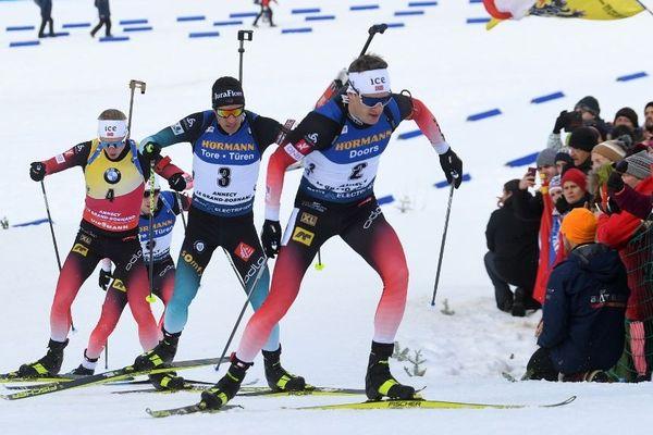 Le Jurassien Quentin Fillon Maillet (dossard n°3) pendant la poursuite de 12,5 kilomètres, au Grand-Bornand, ce samedi 21 décembre 2019.