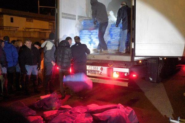 Des éleveurs de porcs ont vidé un chargement de dindes d'un camion Lituanien à Brennilis dans le Finistère, lors d'une opération de contrôle de l'origine de la viande - 8/03/2015