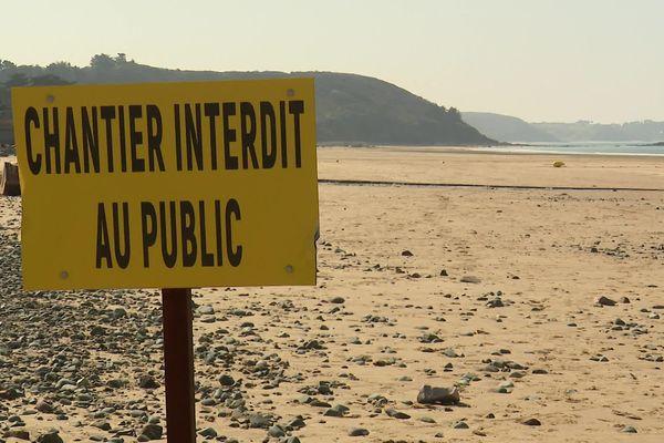 La plage de Caroual à Erquy où le chantier du parc éolien a démarré