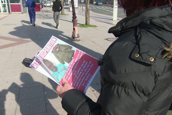 Tracts distribués à la gare de Creil pour retrouver Fouleye, jeune autiste disparue à Nogent-sur-Oise le 17 février 2021