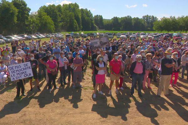 Plus de 300 sympathisants, dont plusieurs élus, présents à la manifestation