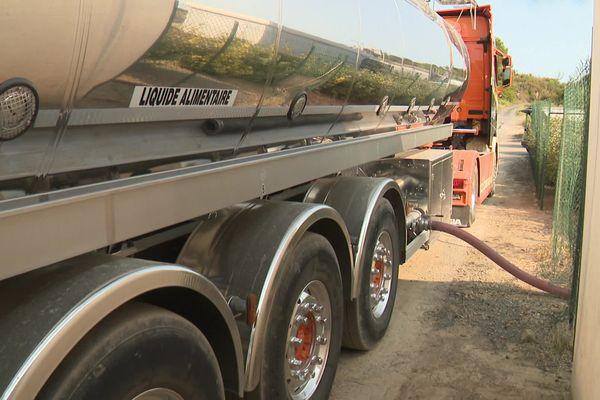Durban-Corbières (Aude) - un camion citerne approvisionne le village en eau potable - 23 août 2021.