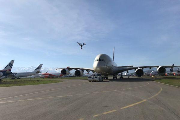 Des centaines d'avions sont cloués au sol en raison de la crise économique conséquence du covid