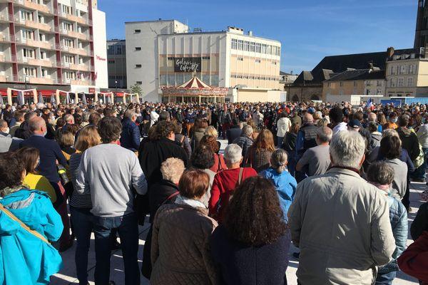 Environ 1500 personnes se sont rassemblées place de la République à Limoges, en hommage à Samuel Paty.