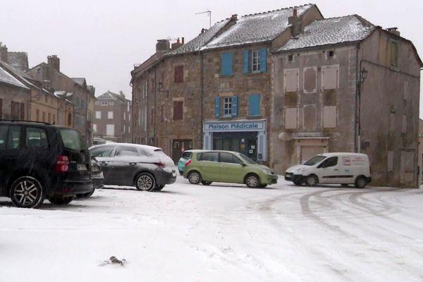 Châteauneuf-de-Randon - la neige ce mercredi matin a fait son retour en Lozère - 26 février 2020.