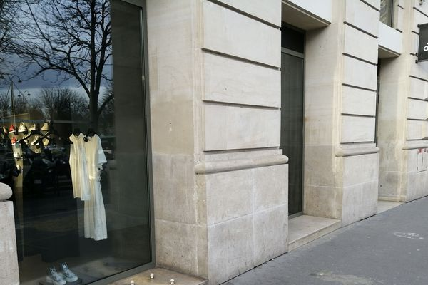 """""""Le clou"""", en compétition pour le prix du dispositif le plus agressif-Les champignons de Paris- 20 Rue Vicq d'Azir, Paris 10e"""