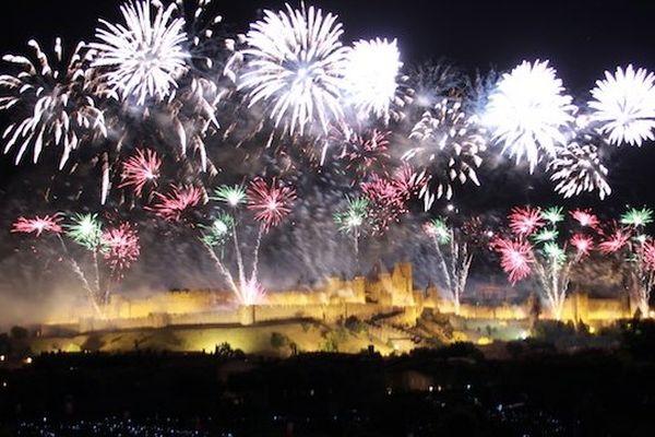 """Carcassonne - le spectacle pyrotechnique de la Cité, version """"La formidable Love Story de la Cité"""" - 14 juillet 2014."""