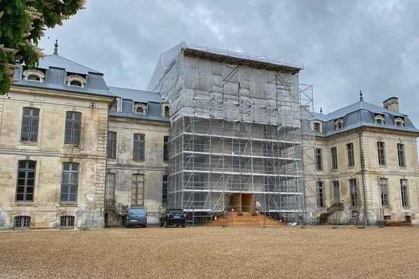 La façade du Château de Vaux, en travaux