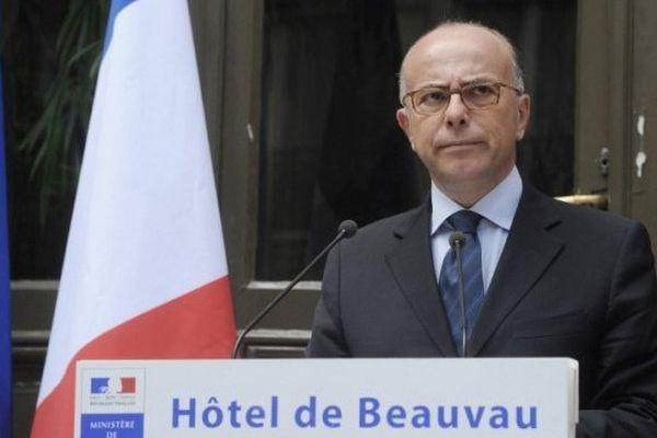Le ministre de l'intérieur Bernard Cazeneuve annonçant ce samedi la suspension du brigadier soupçonné dans l'affaire de la cocaïne volée