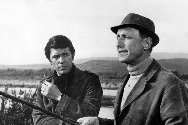 """Bourvil sur le tournage du film """"Les Arnauds"""" en compagnie de Salvatore Adamo."""