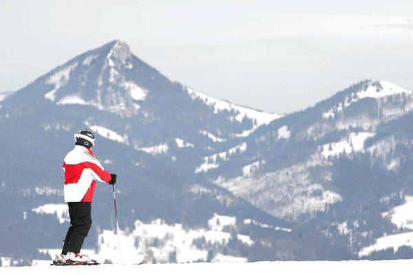 Un skieur sur les pistes de Métabief.