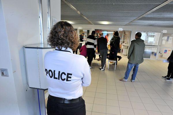 Centre de rétention administrative de Cornebarrieu-salle de déambulation