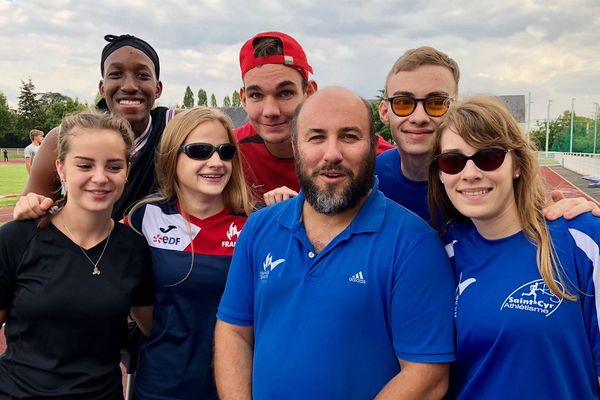 Il n'existe qu'un seul pôle espoirs handisport en région Centre-Val de Loire et sa spécialité, l'athlétisme, est unique  en France.