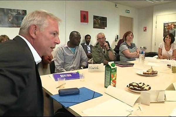 Thierry Lepaon dans une agence Pôle Emploi de Caen ce lundi 10 septembre. l'ancien patron de la CGT est délégué interministériel à la langue française pour la cohésion sociale. La lute contre l'illettrisme est sa priorité.